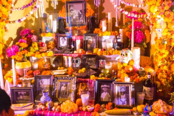 This image has an empty alt attribute; its file name is ofrenda.jpg